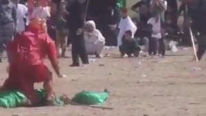 """ضمن عاشوراء.. فيديو من العراق لمحاولة الاعتداء على لاعب دور """"قاتل الحسين"""".. وجهاز المكافحة ينقذه"""