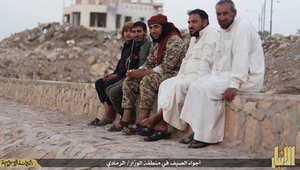 """بالصور.. مقاتلات عراقية تضرب ملعبا ومنزلا بالفلوجة وتقتل ابا وتجرح عائلته.. و""""أجواء الصيف"""" بالرمادي كما يصورها داعش"""