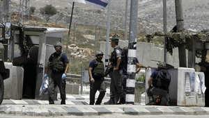 صورة ارشيفية لجندي إسرائيلي وتبدو خلفه قبة الأقصى