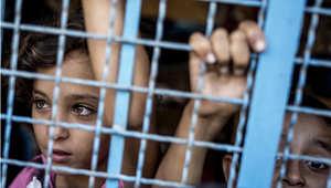 أطفال فلسطينيون في مدرسة خصصت كملجأ تابع للأمم المتحدة في جباليا