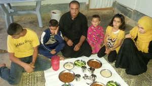 بهجة رمضان تغيب عن الزعتري..الباذنجان ملك المائدة وأطفالاً يحضرون الطعام
