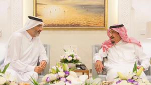ماذا دار بلقاء الملك سلمان مع الشيخ القطري عبدالله بن علي آل ثاني؟