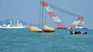 كارثة السفينة الكورية: 58 جثة و224 مفقودا معظمهم من الطلاب.. وانتحار إداري بالمدرسة