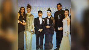 لاميتا في صورة جماعية أثناء عرض الأزياء الاسلامي