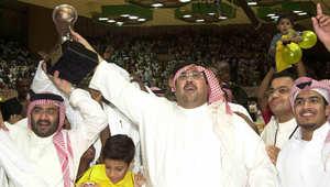 رجل الأعمال السعودي منصور البلوي عندما كان يرأس نادي اتحاد جدة عام 2004