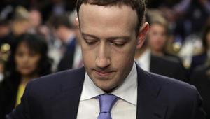 مؤسس فيسبوك يعتذر أمام جلسة استماع للكونغرس باختراق معلومات المستخدمين