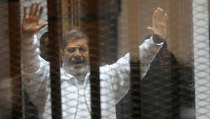 """تأجيل قضية اتهام مرسي بالتخابر وتسريب وثائق لصالح قطر وقادة الإخوان يهتفون """"أثبت يا بطل"""""""