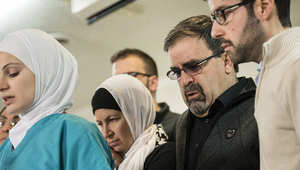 عائلة الضحايا الثلاث خلال المؤتمر الصحفي