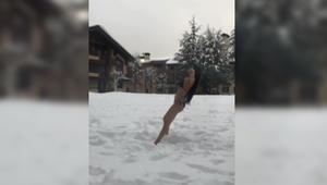 """بالفيديو.. نادين الراسي تتحدّى برودة الطقس بـ """"المايوه"""" على الثلج في فاريا في جبل لبنان"""