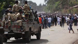 """أثيوبيا تتهم """"عناصر مصرية"""" بتسليح """"عصابات مسلحة"""" على أراضيها  أديس أبابا، أثيوبيا (CNN) -- اتهم الناطق باسم الحكومة الأثيوبية، غيتاشو رضا، ما وصفها بـ""""العناصر المصرية والإرترية"""" بالوقوف خلف أعمال الشغب والاحتجاجات التي تشهدها البلاد، والتي دفعت الحكومة لإ"""