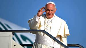 البابا وهو يغادر ليبدأ جولته الشرق أوسطية