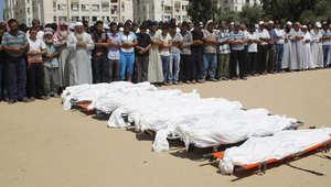 الكاتب: أعداد القتلى المدنيين الفلسطينيين، وخصوصاً الأطفال، غير المتناسبة بتاتا ً مع عدد الإصابات بين مقاتلي حماس قد أثارت سخطاً دوليّاً