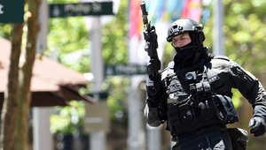 تقارير: محتجز الرهائن بسيدني يعلن وجود قنابل ويقدم مطالبه عبر الراديو