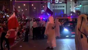 """حشود بشوارع قطر لاستقبال الأمير.. والرميحي: """"مظاهرة الحب"""" رسالة سياسية"""