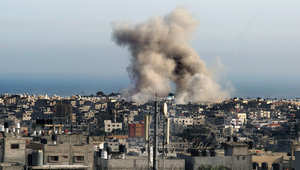 سحب الدخان تتصاعد بعد غارة إسرائيلية على رفح