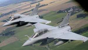 حلقت لأول مرة عام 1986 وفشلت فرنسا ببيعها لأي دولة: ما مميزات المقاتلة رافال بعد طلب مصر شراء 24 منها؟