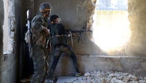 وزير الدفاع السوري في حلب والمعارضة تصد هجمات النظام قبل هجومها الكبير