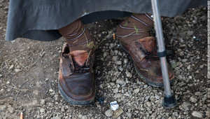 في صربيا كل حذاء يحكي قصة ما واجهه أحد آلاف اللاجئين