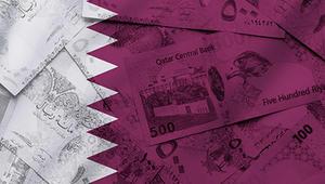 آثار الأزمة على الريال.. البنوك البريطانية توقفت عن بيع النقد القطري