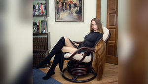 بالصور.. فتاة روسية تحقق شهرة واسعة بسبب طول شعرها