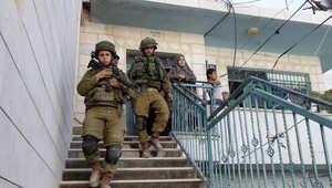 جنديان إسرائيليان خلال عمليات البحث عن الشبان المفقودين