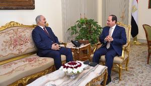 السيسي يستقبل حفتر.. ويدعو إلى رفع القيود عن تسليح الجيش الليبي