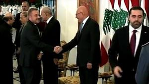 شاهد.. سعد الحريري ينسحب من تقبل التهاني تفاديا لمصافحة سفير الأسد ببيروت