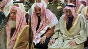مفتي السعودية يرد على خامنئي: لستم مسلمين.. بل أبناء مجوس تعادون السنّة