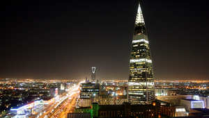 السعودية تقر ربط الكهرباء مع مصر وتقيد النشر حول كورونا وتربط منشآت خاصة بالداخلية