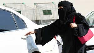 عضو شورى سعودي بعد قفز امرأة من سيارة هربا من التحرش: حتى متى نمنع قيادة النساء؟