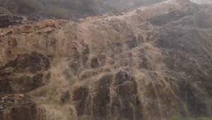 """صورة من فيديو يظهر شلالات """"جبل كرا"""" في السعودية جراء الأمطار الغزيرة"""