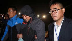 قبطان العبارة الكورية، لي جون سيوك، يغادر المحكمة بعد إصدار مذكرة باعتقاله