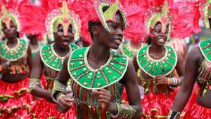 راقصون خلال كرنفال لاغوس في نيجيريا.