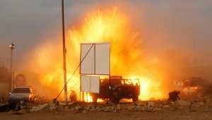 انفجار سيارة مفخخة في تجمع انتخابي في بغداد، العراق.