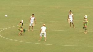 برازيليون يلعبون كرة القدم