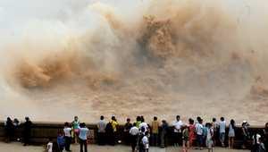 شلالات المياه الناتجة عن سد شياولانغدي في الصين.