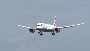 """""""إيبولا القاتل"""" يدفع شركات طيران عالمية لوقف رحلاتها إلى غرب أفريقيا"""