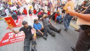 مظاهرات واعتقالات بين عمال ماكدونالدز، وينديز، وبيرغر كينغ