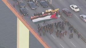 حضور للعلم الفلسطيني.. تعطيل المرور واعتقال 68 متظاهرا بسان فرانسيسكو