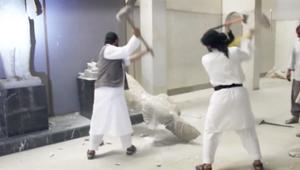 لحظة تدمير داعش لآثار متحف الموصل التاريخية
