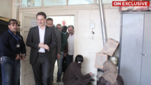 بالفيديو.. مفوض الأونروا في مهمة إنسانية لمنكوبي مخيم اليرموك