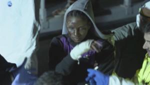 بالفيديو.. إنقاذ لاجئيين حرقوا بغاز للطهي