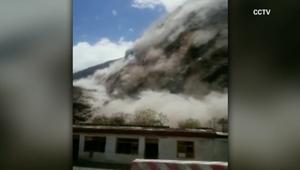 مشهد مرعب لانهيارات أرضية بسبب زلزال نيبال