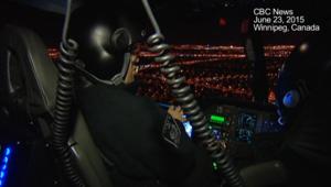 سكان يسمعون حديثا جنسيا لرجال شرطة على متن طائرة