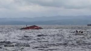 اللحظات الأولى بعد غرق عبارة ركاب في الفلبين