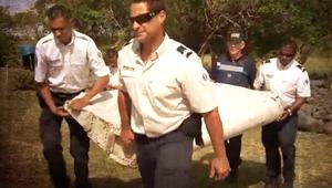 شاهد الحطام الذي يعتقد أنه يعود للطائرة الماليزية المفقودة