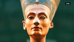 شاهد.. هل تم اكتشاف قبر الملكة نفرتيتي أخيراً؟