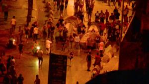 """""""النفايات"""" تدفع اللبنانيين للتظاهر وإصابة 35 شرطياً"""
