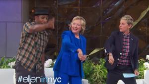 """هيلاري كلينتون ترقص مع """"إيلين"""".. وبيل: لديها مهارات جيدة ولكن تحتاج مزيداً من الدروس"""