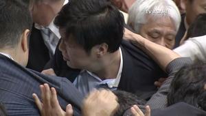 اشتباكات بالأيدي بين أعضاء البرلمان الياباني